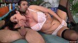 Olgun kadın çıtır sevgilisine sakso çekiyor