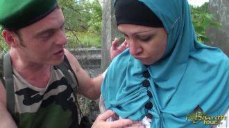 Yaralı Askeri Tedavi Ettikten Sonra Amcığını Yalatıyor