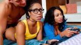 Oyun Bağımlısı Körpe Kızlar Farklı Bir Deneyim Yaşıyor