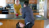 Karısının Gözlerinin İçerisine Bakarak Aldatmaktan Çekinmiyor